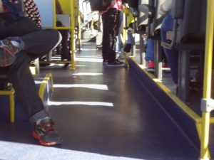 """Pra Quem Não Conhece Esse É Um Ônibus - Ensaio de imagens digitais de Curitiba: """"Janela da Direita"""". Ricardo GosWod, 2017"""